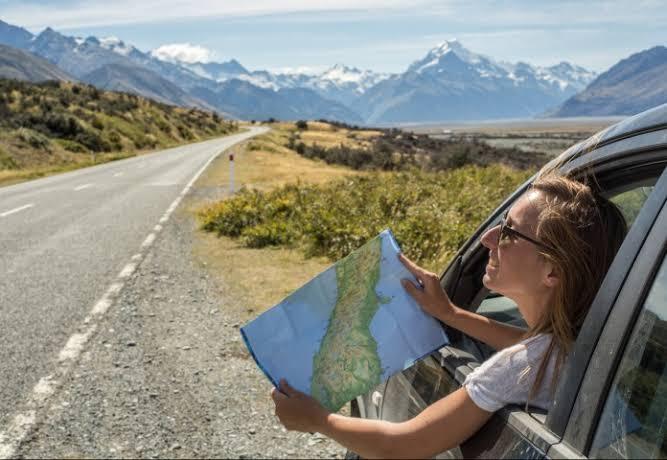 Descubre-el-mundo-en-un-viaje-en-auto-por-carretera