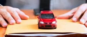 asegurando un auto